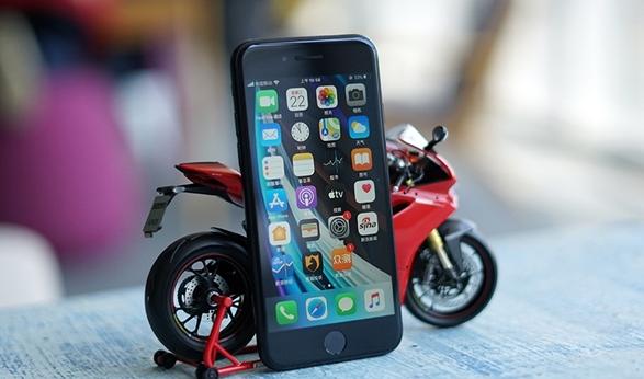 最低2799元 新iPhone SE开箱:低价高能小钢炮