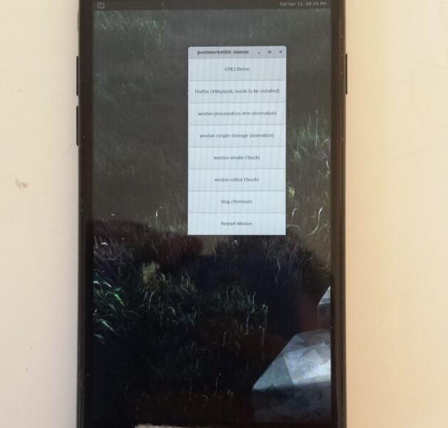 Linux On iPhone 7 现可启动图形窗口管理器