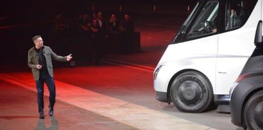 电池不够用,特斯拉推迟电动半挂卡车生产至明年
