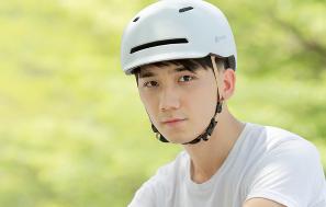 全国严查骑电动车不戴头盔 小米有品头盔降价 轻便不闷