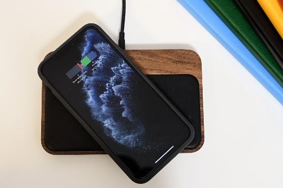 新专利显示苹果正开发新智能电池壳:无需Lightning接口