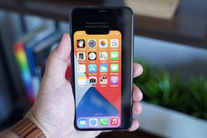 """下载这些图片即可""""体验""""5.4英寸iPhone的真实大小"""