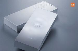 小米10至尊纪念版包装盒公布,备货充足售价实惠!