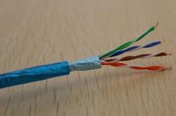 屏蔽网线和电线能走一根管么