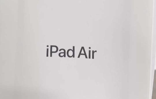 疑似新 iPad Air 说明书曝光:全面屏设计 + 电源键集成 TouchID