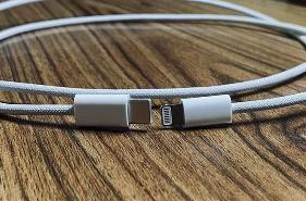 iPhone 12全新标配数据线大升级:延续了闪电接口