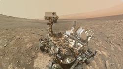 "NASA公布好奇号最新火星自拍照:""骄傲地摆出""钻洞的姿势"
