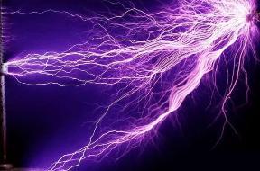 科学家借助反激光器,可隔空给手机充电