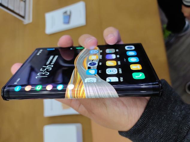 柔宇科技发布电信版FlexPai 2,携手电信成立融合创新实验室