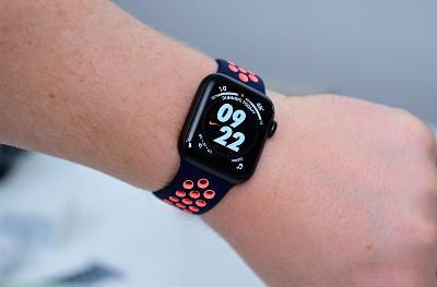 """苹果预计将电池加入Apple Watch,引入""""电池表带"""""""