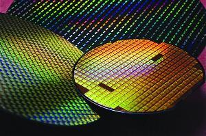 超薄二维半导体研制成功,1纳米芯片或成可能