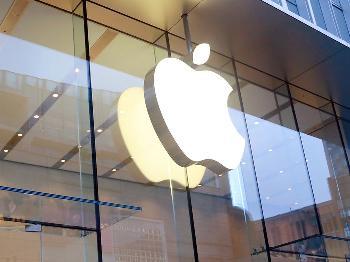 何同学采访苹果CEO库克上热搜 网友表示自愧不如