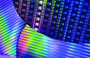 中芯国际14nm良率追平台积电,部分成熟工艺订单已排至明年