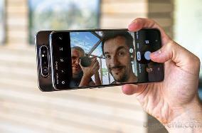 最新爆料:三星将在不久后推出 Galaxy A82 ,或延续翻转镜头