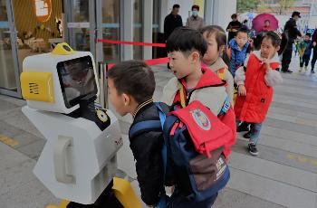 钉钉推出幼儿园晨检机器人 AI技术3秒完成20项异常体征检测