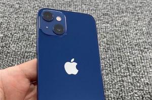 疑似苹果 iPhone 13 mini 原型机曝光:后置相机模组排布方式变化
