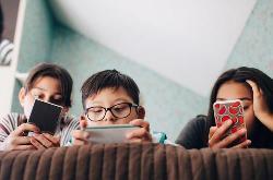 教育部:建议 3 岁以下幼儿禁用手机