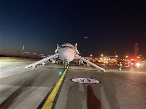 美航班着陆紧急疏散乘客,因乘客手机起火
