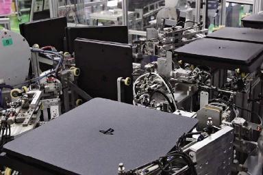 索尼PS工厂秘密武器:机器人30秒组装一台PS4
