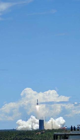 天问一号探测器发射升空