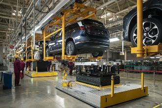 中国电动车行业有钱却缺人:从工程师、工人到后勤全线短缺