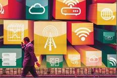 日本总务省近日正在讨论降低手机通话的费用,并将在今年7月左右总结出草案。