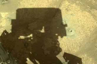 毅力号在火星表面钻洞,收集岩石样本寻找外星生命迹象
