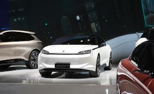 恒大电动车上路试驾,点位纯电B级豪华轿车