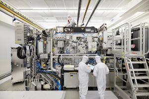 ASML将全面加快EUV设备制造,将持续提高供应量